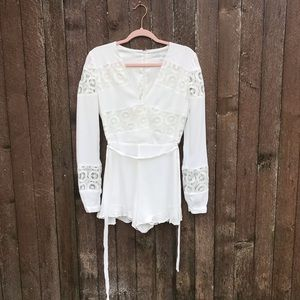 Lovers + Friends S white lace long sleeve romper